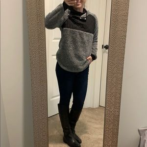 NWOT - Grey/ black fuzzy Pullover
